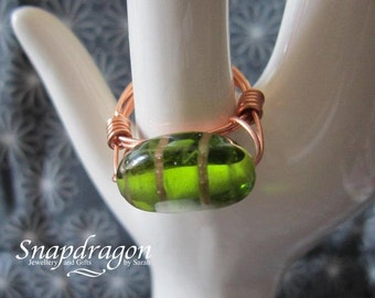 Green glass wire wrapped bead ring size UK R / US 9
