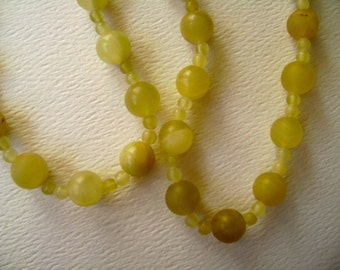 vintage yellow-green onyx bead necklace