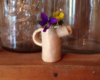 petite wildflower vase with handle & spout