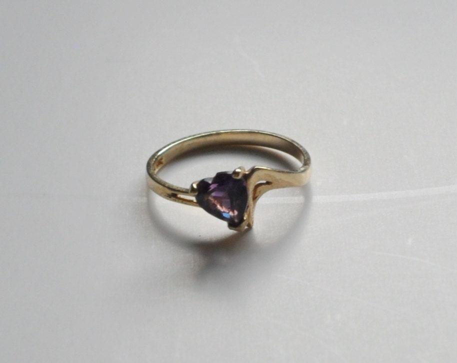 vintage heart shaped amethyst ring 10kt gold purple gemstone. Black Bedroom Furniture Sets. Home Design Ideas