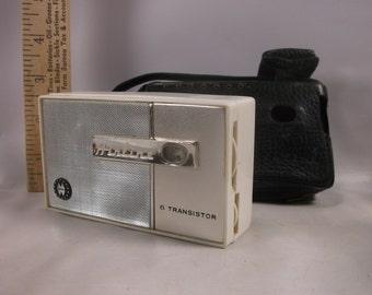 Pocket Radio Vintage Working  Airline AM 6 Transistor Portable  With Case.epsteam