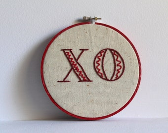 XO - Embroidery Hoop Art