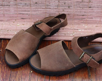 VTG 90s brown leather sandal