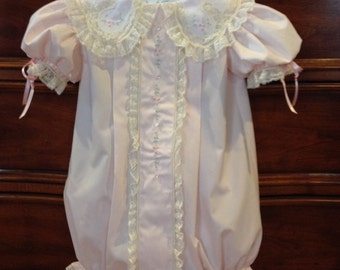 Pleated Bubble with Shaped Lace Collar