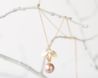 Gold pearl necklace with leaves
