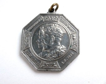 Royalty Medallion Collectable - Silver Jubilee of King George V & Queen Mary 1935