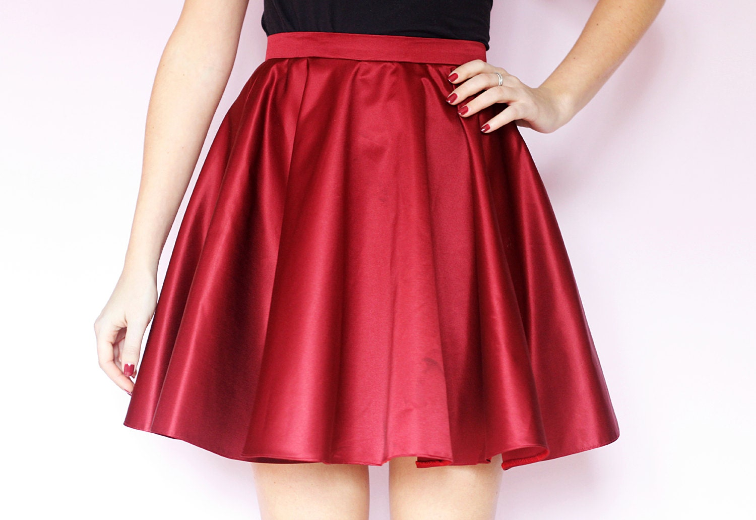 The awesome thing about circle skirts is that once you get the idea, you can use the same premise to make a variety of different styles all based on a simple circle skirt. This tutorial is for a classic circle skirt (think 50's style poodle skirt).