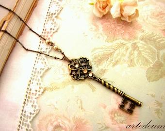 Skeleton Key Necklace with Swarovski crystals vintage Jewelry Antique bronze Pendant Elegant spakling golden Beige Gift for her