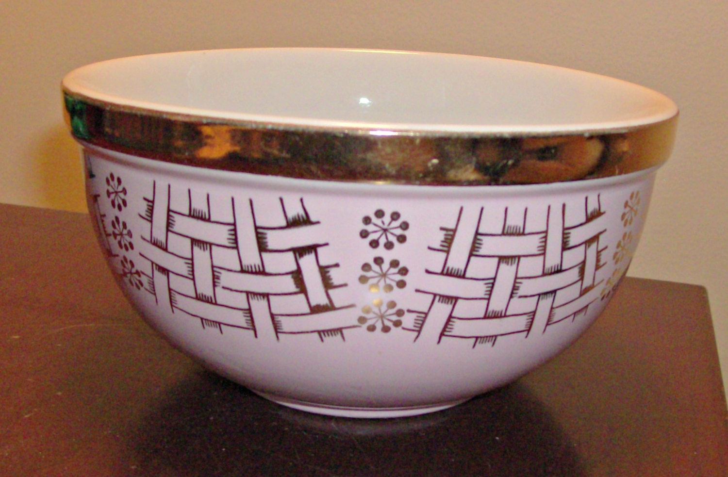 Vintage Hall S Superior Quality Pink And Gold Bowl