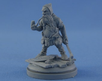 54mm Dwarf with axe & smoking pipe - Ulfgrim the Big Axe