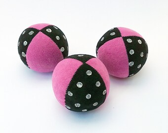 Set of 3 handmade 130g, 2.5inch juggling balls with packaging and instructions in pink&black with white polka dots