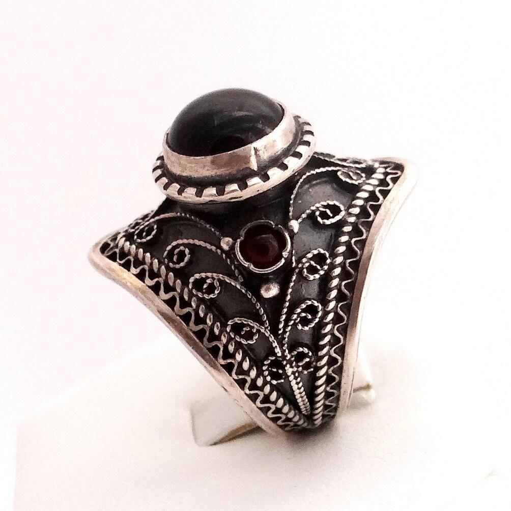 sterling silver ring vintage style statement ring garnet. Black Bedroom Furniture Sets. Home Design Ideas