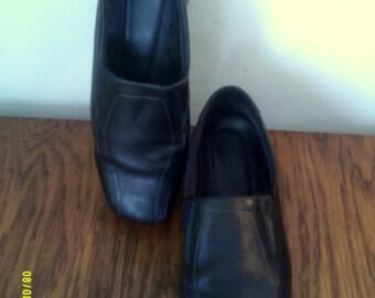 Womans Vintage Black Leather Ecco Slip On Comfort Shoes, size 8.5, Womens Shoes 8, Womens Black Shoes, Womens Comfort Shoes, Womens Loafers