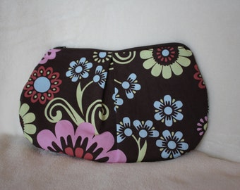 Fabric clutch with zipper