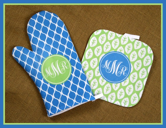 Christmas Gifts for Mom Monogrammed Oven Mitt Pot Holder Gift Set Personalized Oven Mitts Gifts for Mom Decor Dining Cooking Gifts Custom