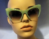 Vintage Super Retro GREEN frame Cat Eye Sunglasses Coachella Hipster Retro Rockabilly Chic Style