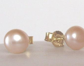 Freshwater Pearl Earrings apricot peach  - Stud  Post - wedding earrings - Pearl earrings - Bridesmaid earrings