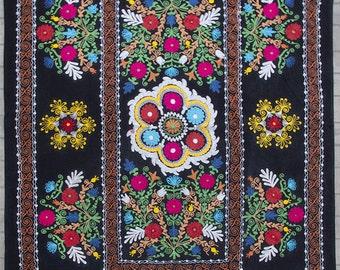 Uzbek machine embroidery suzani from Thashkent / Uzbekistan 121