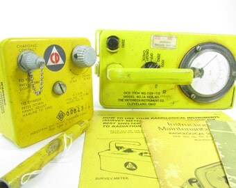 Vintage Geiger Counter, Radiation Detector, Civil Defense, Cold War, Cuban Missle Crises, Vintage Electronics
