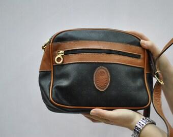 Vintage FAHRENHEIT cross body bag ....(202)