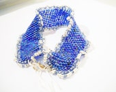Peyote bracelet in blue with silvercoloured waves, handmade, stylish design, chic and elegant, festive
