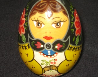 BABUSHKA EGG Reall Cute, made and painted in Russia, Signed on the Bottom, Roses and Flowers.