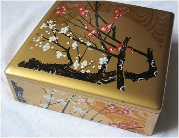 a large flat bento box lunch box gold lacquer box by japanesebee. Black Bedroom Furniture Sets. Home Design Ideas