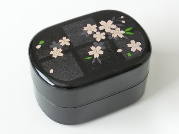 japanese bento lunch box lacquer box sakura cherry by japantique. Black Bedroom Furniture Sets. Home Design Ideas