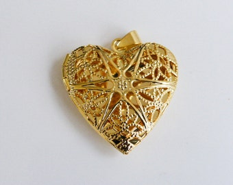 2 x  Brass Filigree Heart Lockets in Gold Pendants Charms Findings 32mm x 25mm     (CPX7111)