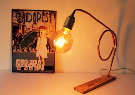 Lampada da tavolo in rame e legno dulivo. Lampada rame.