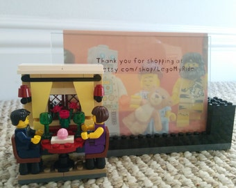 4x6 picture frame made exclusively with Lego (R) blocks