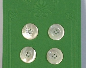 4 Buttons in mother of pearl 18 mm 4 holes.