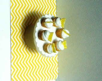 Cupcakes with lemon slices