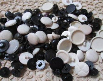 Large lot of vintage black and white plastic  shank buttons- many multiples  lot of 125