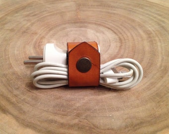 Personalized leather cable clip Iphone Ipod charger cover Leather cord holder Leather cord organizer Vegetable tanned leather natural color