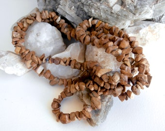 Long Necklace - Stone Chips - Vintage Necklace - Beaded Necklace