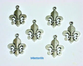 "Lot of 24pcs Antique Silver Tone ""Fleur De Lis"" Metal Charms. #BC1253."