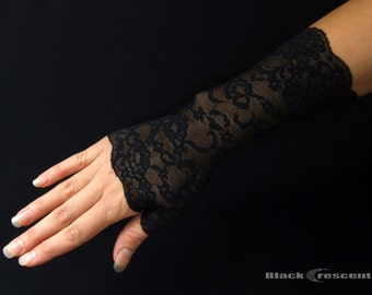 Pair short gothic gloves, black lace,vampire,victorian,burlesque,wedding,lolita,lace cuff,bellydance style,halloween,fingerless