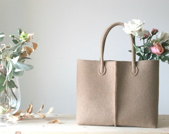 Discount: ORIGINAL PRICE 92,67 DOLLARS - Elegant and Casual Camel Felt Bag from Italy, Tote Bag, Market Bag, Felt Tote, Everyday Tote