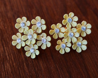 vintage 1960s earrings // 60s yellow floral screw on earrings