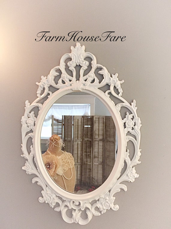 miroir chic minable bright blanc ovale miroir par farmhousefare. Black Bedroom Furniture Sets. Home Design Ideas