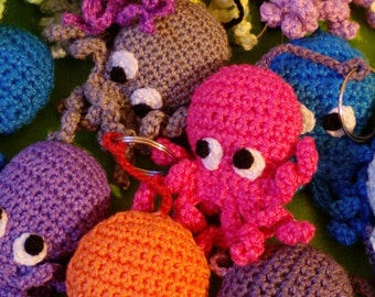 """Brooch """"octopus"""" crochet."""