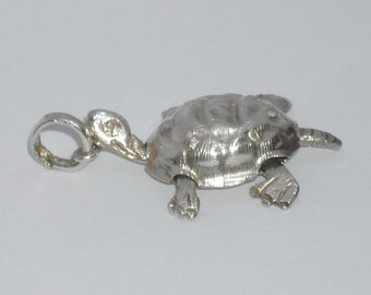 Vintage 925 Sterling Silver Detailed Moving Turtle Pendant