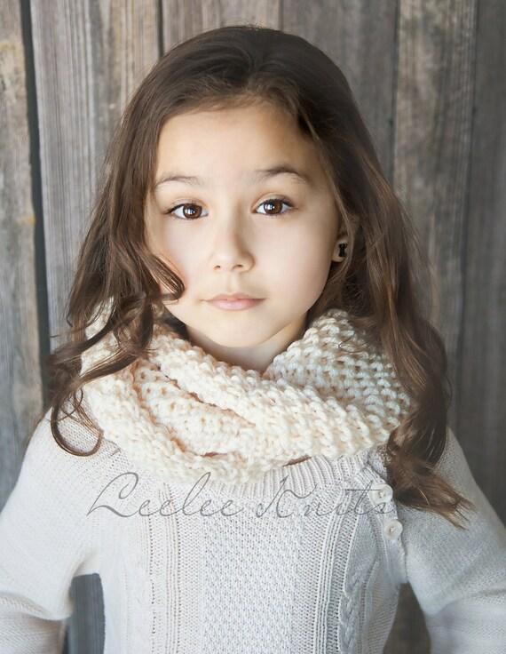 Pattern - Cozy Bulky Knit Cowl Scarf Pattern