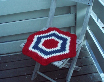 Seat rug, crocheted and felted chair mat, seat pad, Norwegian flag -convo me for your country or sports team colours! (1400)