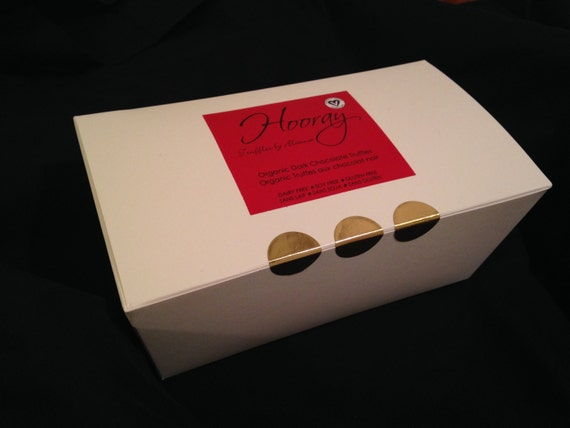 Romantic gifts for vegans: vegan chocolate truffles