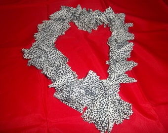 Crochet black and white scarf for teens or women