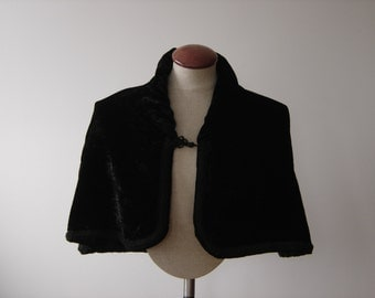 Early, Black, Crushed Velvet Capelet
