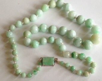 old Art  Deco 14k gold Chinese Jade Jadeite round beads graduated Jadeite cabochon clasp necklace