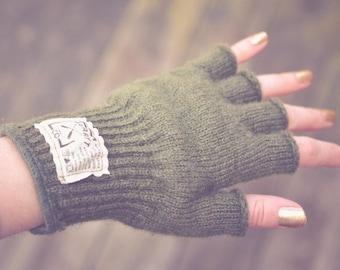 Ladies Hudson Wool Fingerless Gloves in Soft Olive. Half finger gloves.